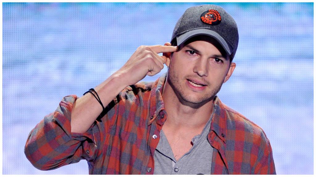 Atropella Ashton Kutcher a joven y el... !le pide una foto!