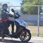 Hoy en día muchas mujeres optan por usar motocicleta