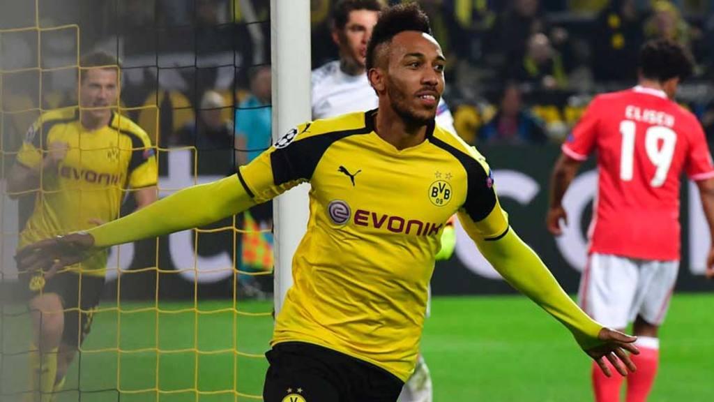 Dortmund's Gabonese forward Pierre-Emerick Aubameyang celebrate scori