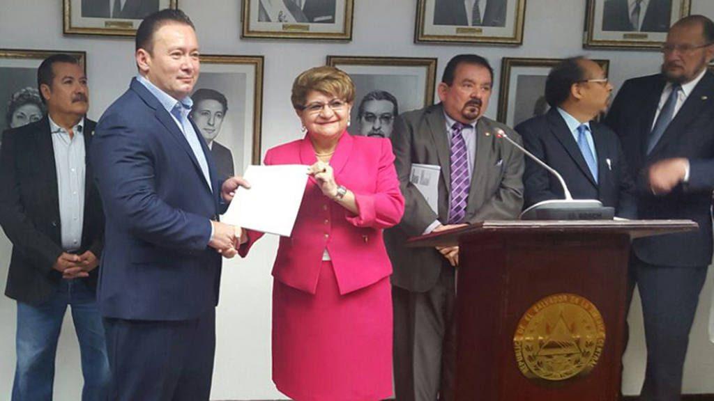 Violeta Menjivar y Guilermo Gallegos