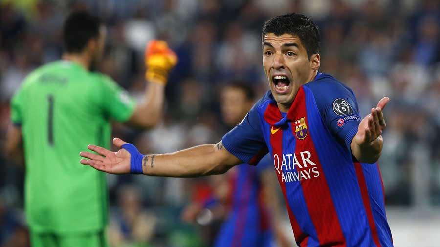 El delantero uruguayo de Barcelona Luis Suárez reacciona durante el partido  contra la Juventus. EFE 5f95956220c32