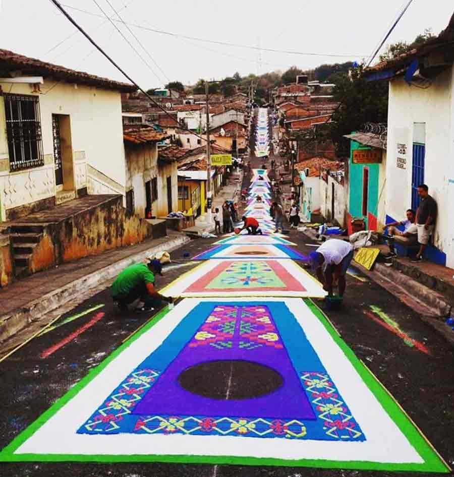Creatividad y fervor en alfombras de semana santa for El paraiso de las alfombras