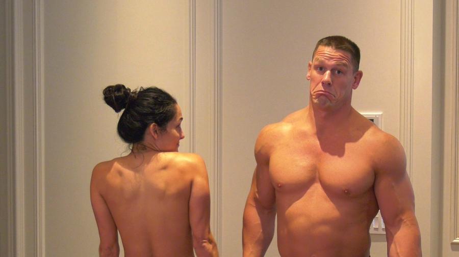 802c74ca7e29 John Cena y su novia Nikki Bella bailan sin ropa para cumplir un ...