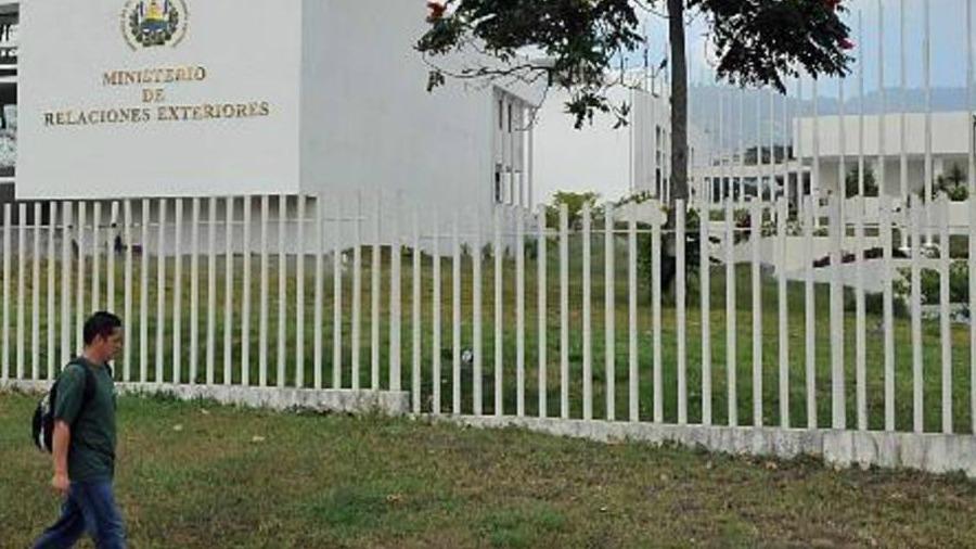 Cancillería hará cambios en oficinas del Consulado General