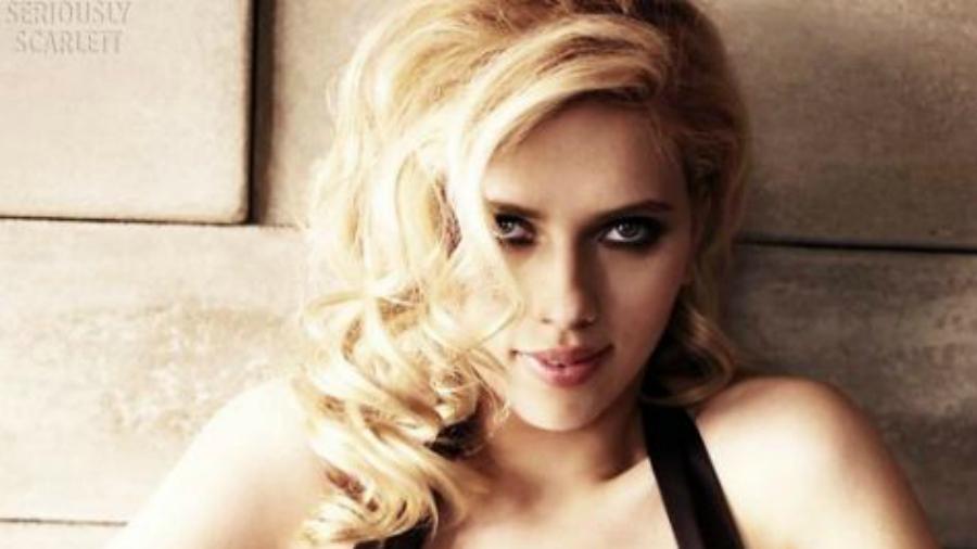 La invitación de Scarlett Johansson a mujer que resultó ser igualita a ella en su juventud