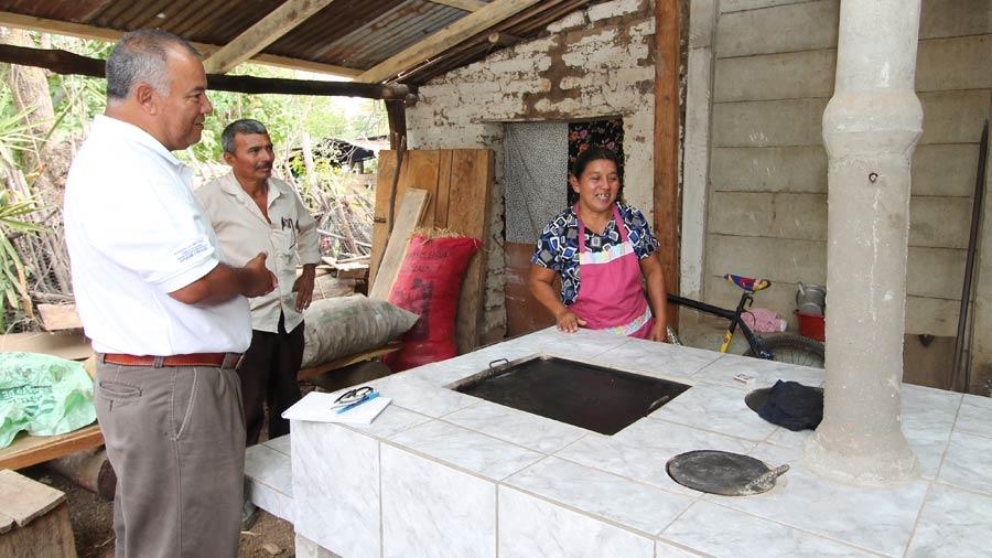 Familias de tacuba reciben cocinas ecol gicas for Cocina ecologica de lena