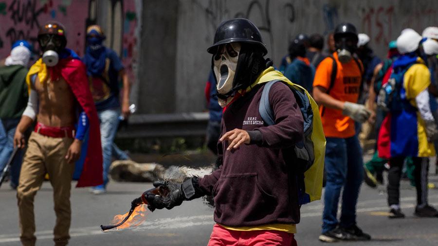 FOTOS | Dispersan con lacrimógenas movilización opositora en Caracas