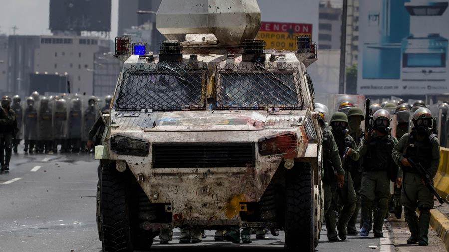 Oposición pide a militares retirar apoyo a presidente Maduro — Venezuela