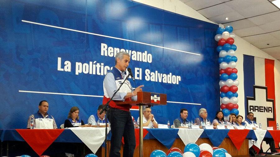 Maduro entrega a la ANC proyecto de ley para blindar la Constitución