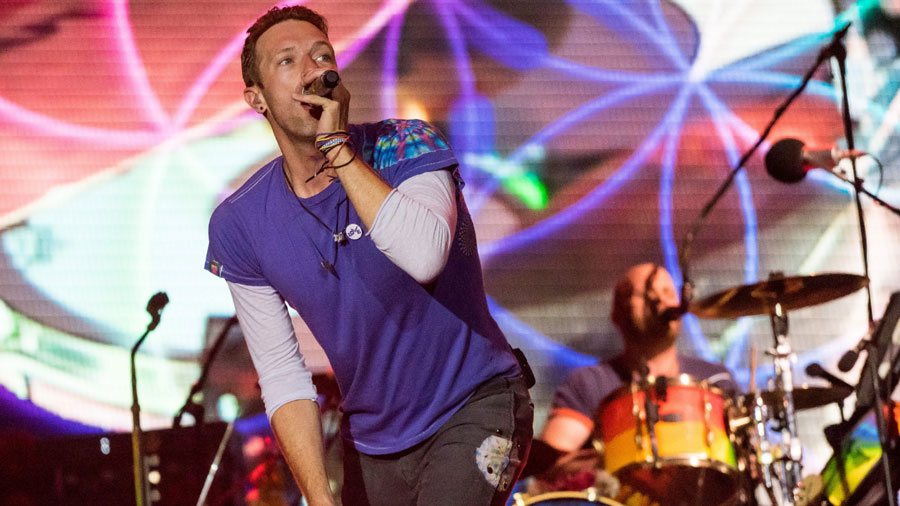 Chris Martin movió sus caderas al ritmo de Shak
