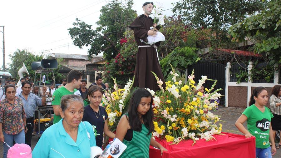 Celebran a San Antonio de Padua, el santo de las solteras