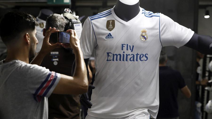 Vista de una de las nuevas camisetas del Real Madrid para la temporada  2017-18 que han sido presentadas hoy en un acto de Adidas. 0beb763d0c5f8