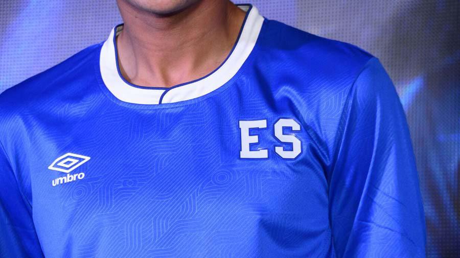 Detalle de camisa azul de la Selección Nacional de Fútbol de El Salvador.  Foto Menly Cortéz 9166313de6360