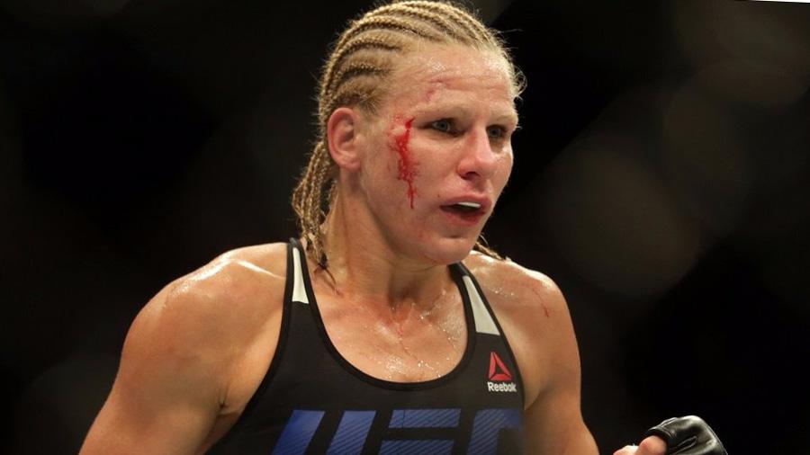 Repugnante accidente de una luchadora de UFC en pleno combate