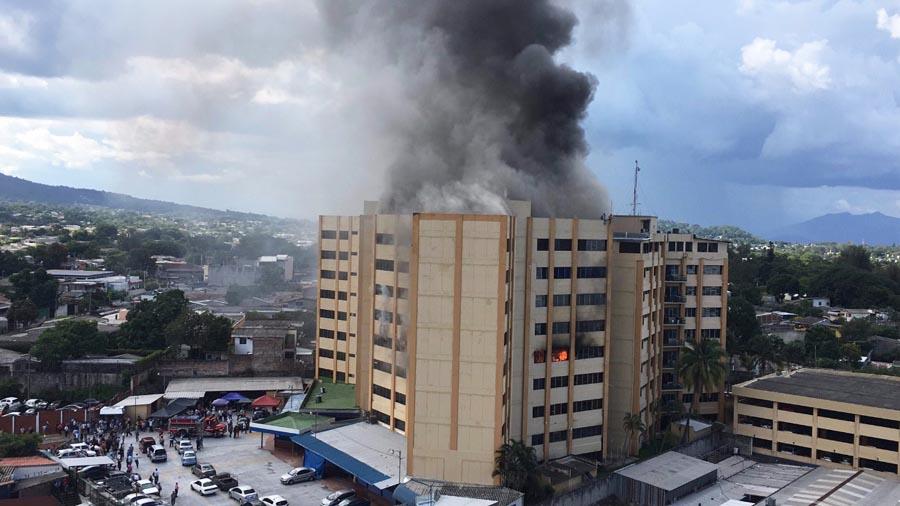 Fatal incendio en edificio de Hacienda