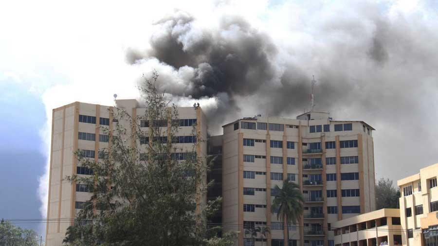 Mueren dos personas tras incendio en Ministerio de Hacienda de El Salvador