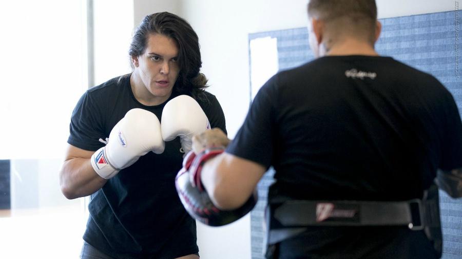 La descalificadora patada al rostro de la luchadora más alta de MMA