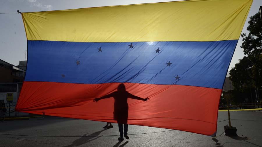 Niño español dona mil euros que recibió por su Comunión para Venezuela
