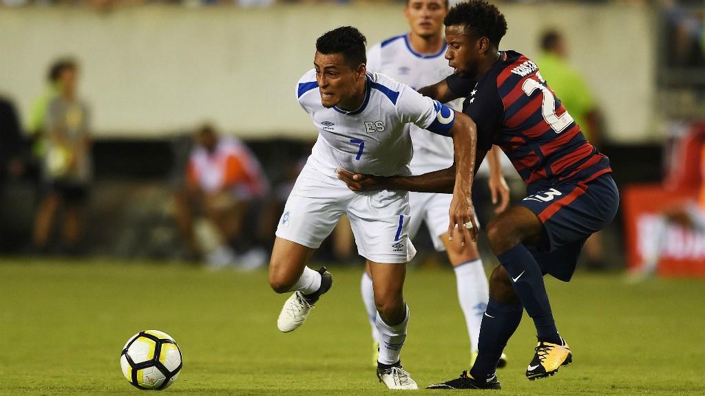 Concacaf suspende a salvadoreños por morder a rivales de EEUU