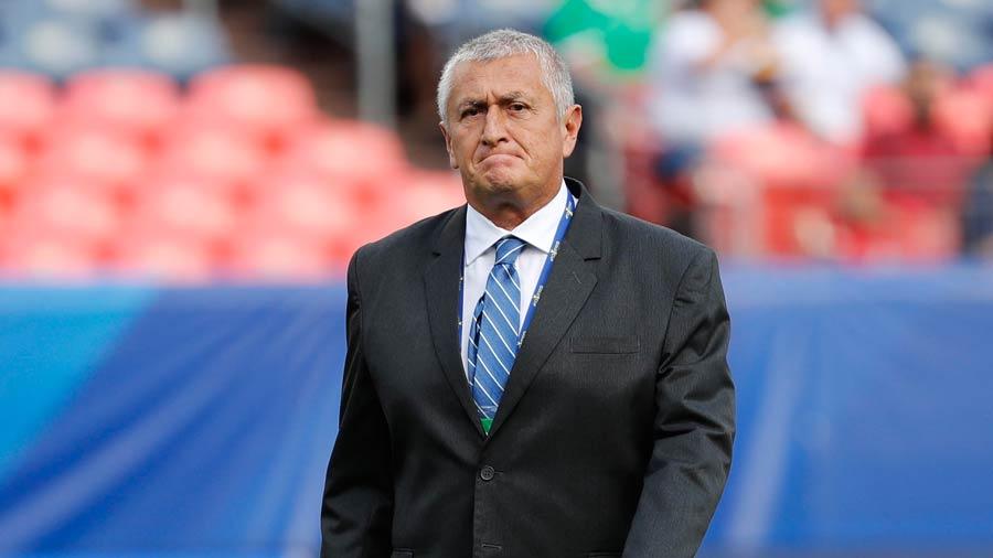 Eduardo Lara no es mas el tecnico de La Seleccion Nacional y termina contrato con FESFUT. Eduardo-Lara_02
