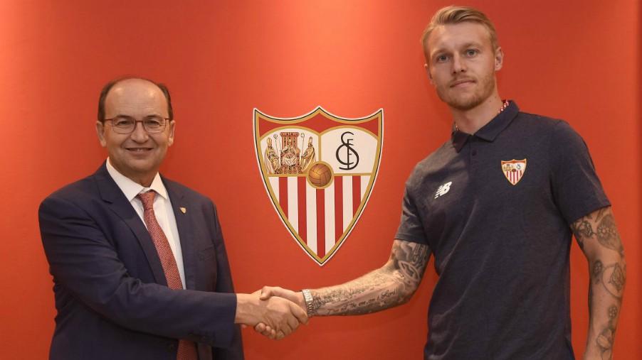 Simon Kjaer, a un paso de Sevilla
