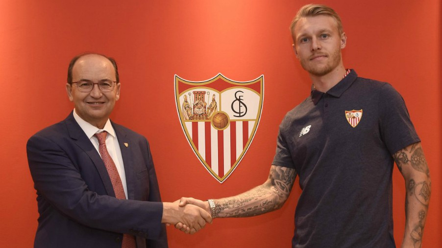 El Sevilla anuncia el fichaje de Simon Kjaer