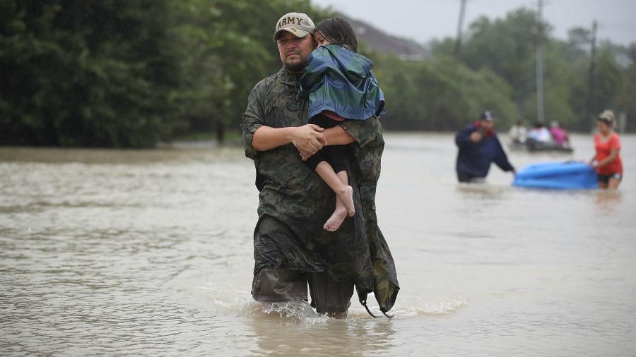 Trump llega a Texas para evaluar daños provocados por