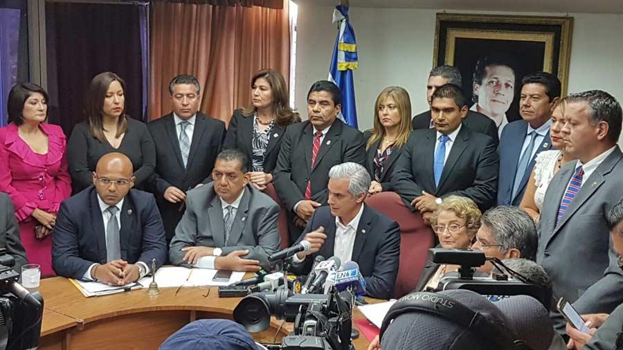 Interiano pide a gobierno reanudar mesa de diálogo   elsalvador.com