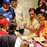 Para inscribirse y participar en las elecciones, cada partido debe presentar al menos 50,000 firmas de ciudadanos que lo apoyen.