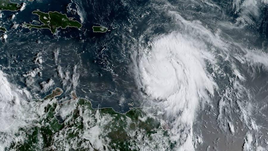 Huracán María devastó Puerto Rico y se decreta toque de queda