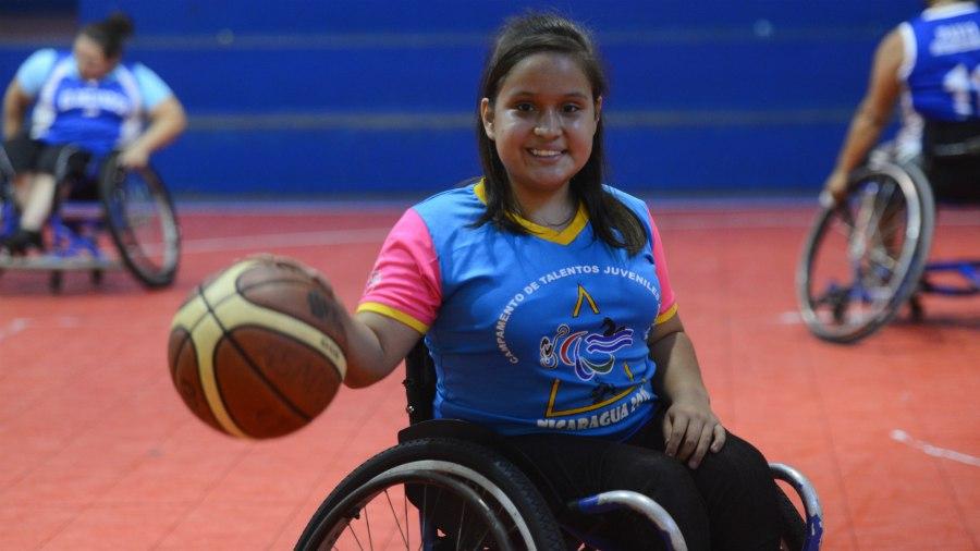 Con 13 a os esta chica estar en la selecci n de baloncesto en silla de ruedas - Deportes en silla de ruedas ...