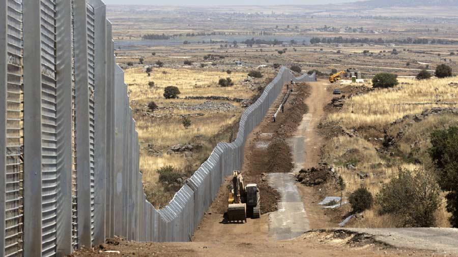 Insiste Trump en ampliar muro frente a México