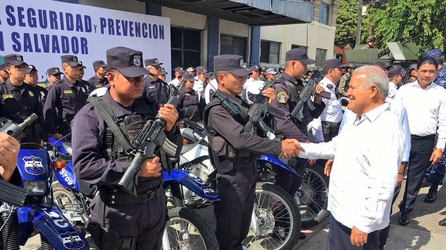 Gobierno pone a disposición rescatistas salvadoreños para realizar labores de rescate México