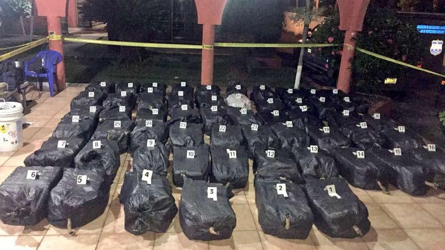 Autoridades antinarcóticas incautan 947 kilogramos de cocaína en alta mar