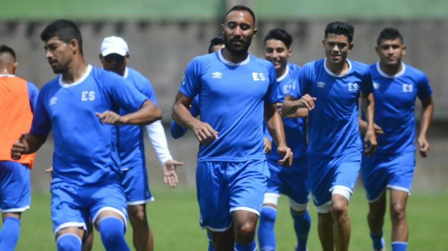 Imagen de la Selección de El Salvador en un entreno previo al último  partido amistoso ante Canadá.   Foto Por EDH - René Estrada c713fcbe42c59