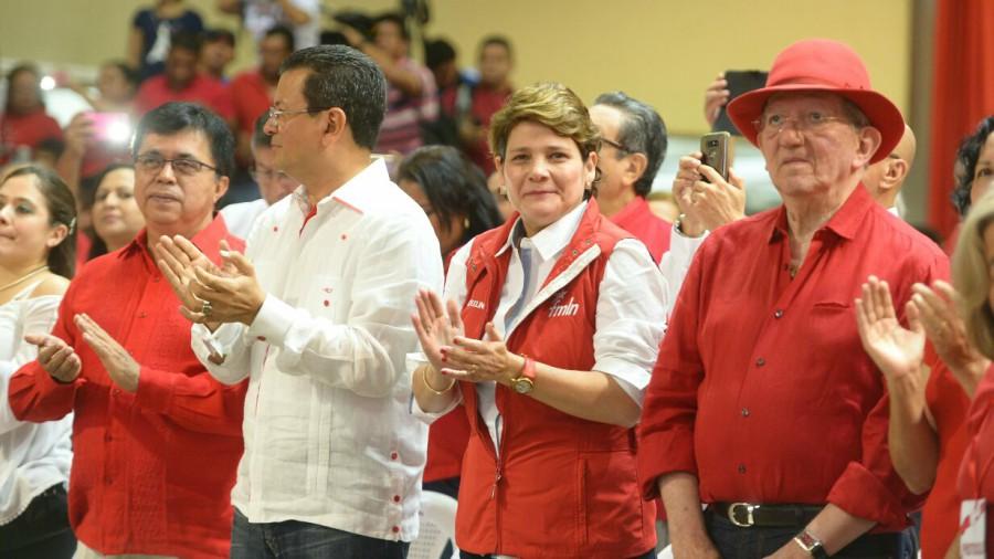 FMLN postula a Jackeline Rivera para alcaldía de San Salvador