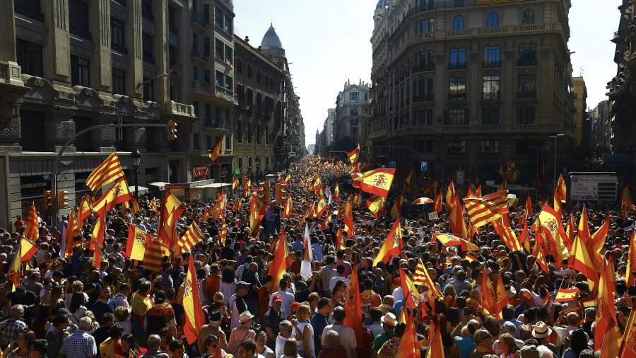Miles de personas marcharon en Barcelona y Madrid por el diálogo
