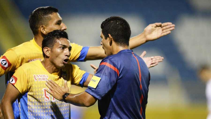 Técnico de Pasaquina denuncia agresión del cuarto árbitro ...