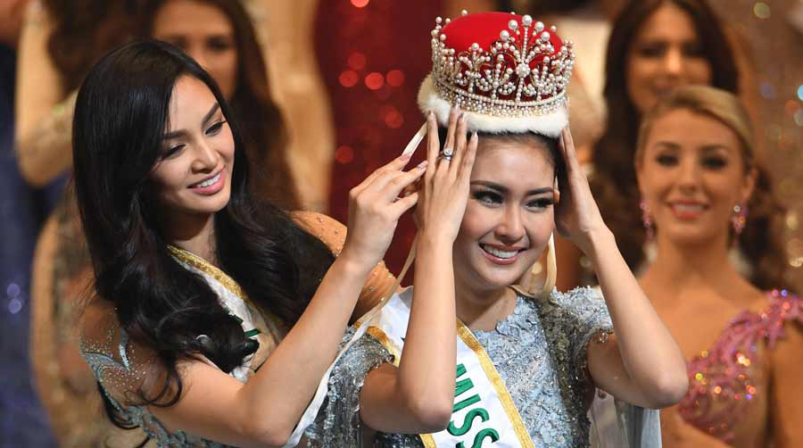 Miss Indonesia Kevin Lilliana (R) receives the 2017 Miss Internationa