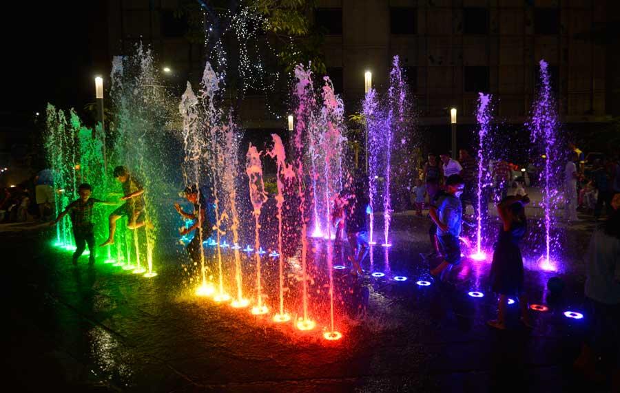 Parques y plazas se visten de color y magia navideña | elsalvador.com