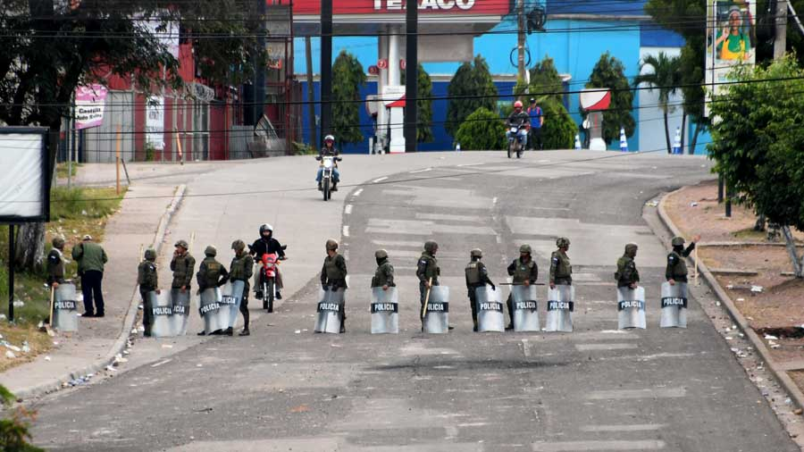 HONDURAS-ELECTION-AFTERMATH-CURFEW