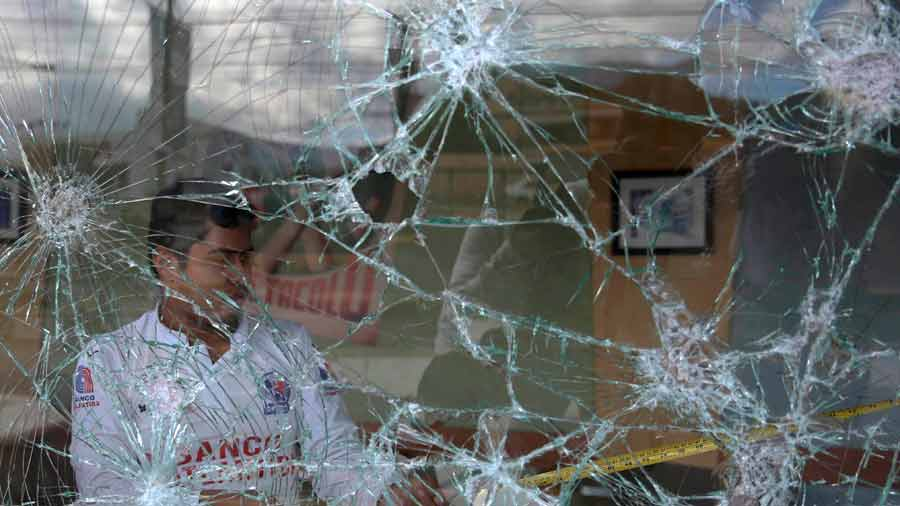 Contin˙an protestas en Honduras por crisis polÌtica tras reÒidos comicios