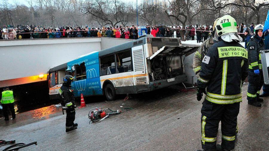 Impactante vídeo de un autobús que arrolla a la multitud en Moscú