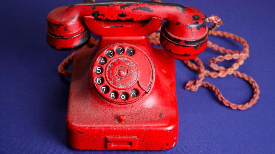 Teléfono.-Adolf-Hitler1
