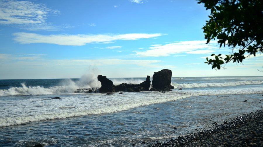 Pandilleros asaltaron e intentaron raptar a dos mujeres en playa El Tunco; otros turistas intervinieron y eliminaron a los delincuentes