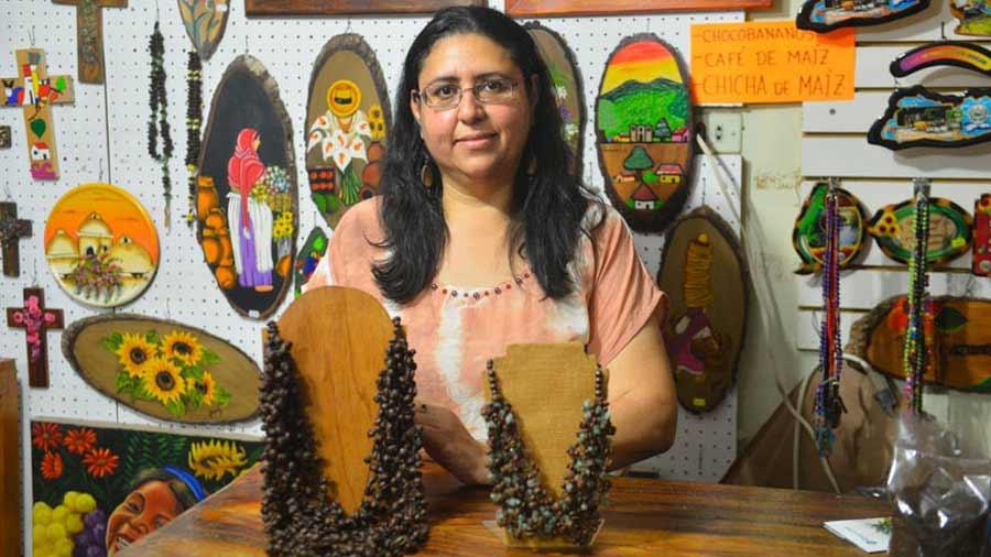 edb896e79c86 Bisutería artesanal de vidrio y café elaboradas en Juayúa ...