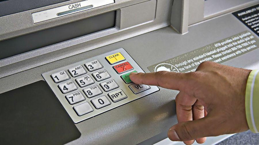 Le ofreci ayuda y le termin robando dinero del cajero for Cajeros en el aeropuerto