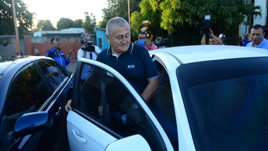 Eduardo Lara no es mas el tecnico de La Seleccion Nacional y termina contrato con FESFUT. EDUARDO-LARA-EDH-DEPORTES-1