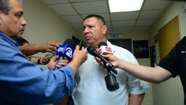Eduardo Lara no es mas el tecnico de La Seleccion Nacional y termina contrato con FESFUT. HELMER-SILVA-EDH-DEPORTES-768x432