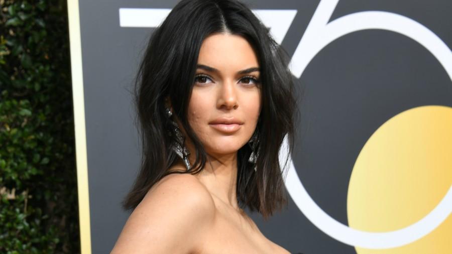 Kendall Jenner sorprendió luciendo acné en la alfombra roja